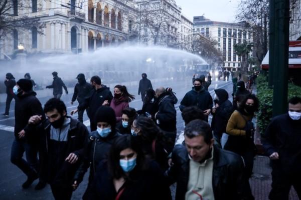Συναγερμός στο κέντρο της Αθήνας: Ένταση στην πορεία για τον Δημήτρη Κουφοντίνα - Ξεκίνησε η καταδίωξη από την ΕΛ.ΑΣ