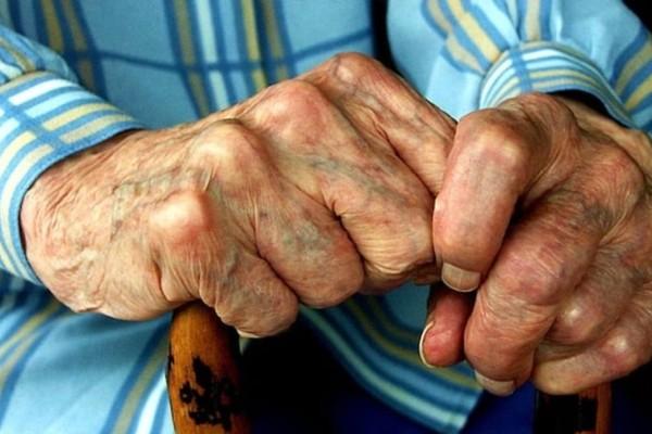 Άγριο περιστατικό: Μοντέλο ξυλοκόπησε τη γιαγιά της επειδή δεν της έδωσε χρήματα - Σε τι κατάσταση βρίσκεται η γυναίκα