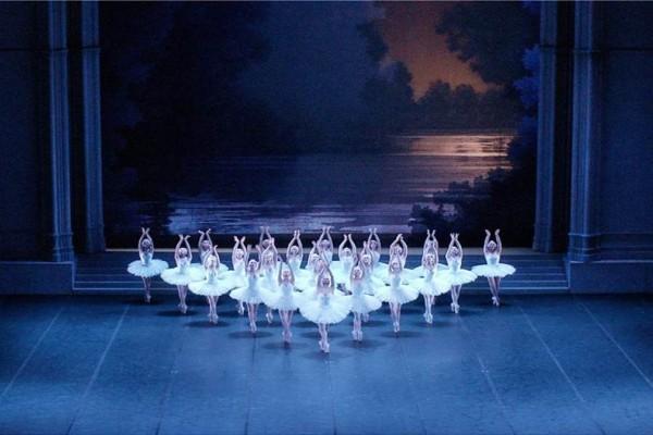 «Η Λίμνη των Κύκνων» διά χειρός Νουρέγιεφ στις οθόνες μας από το Christmas Theater (Video)