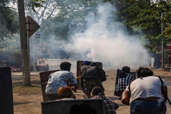 Επεισόδια στη Μιανμάρ: Συγκρούσεις διαδηλωτών και αστυνομικών - Στους 15 οι νεκροί