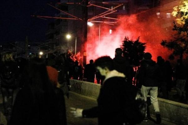 Η Νίκαια έγινε… Νέα Σμύρνη: Νέα επεισόδια με πετροπόλεμο, φωτιές και χημικά