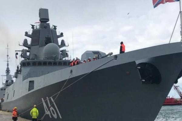 Στο λιμάνι του Πειραιά η ρωσική υπερσύγχρονη φρεγάτα «Admiral Kasatonov»