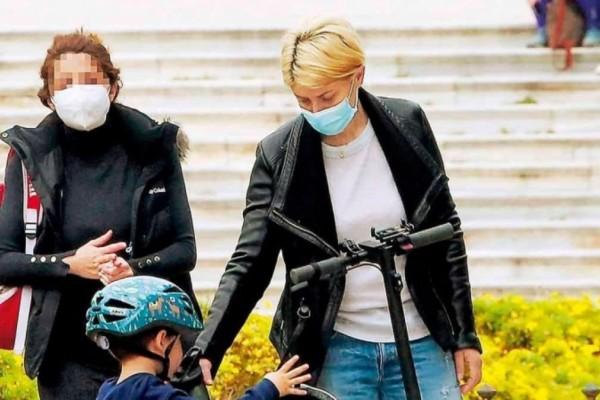 Κούκλα μητέρα η Σία Κοσιώνη: Βόλτα στο Ζάππειο με το γιο της!