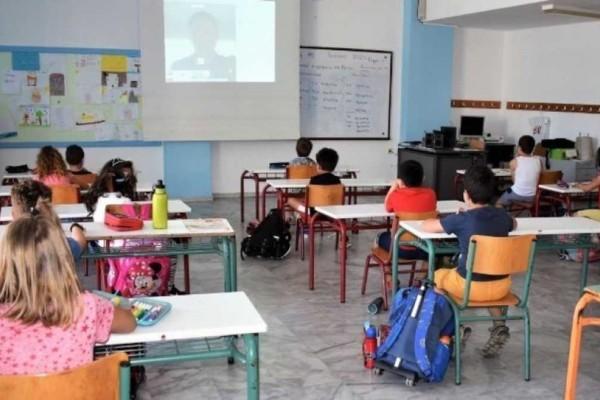 Κορωνοϊός: Άνοιγμα σχολείων και ελεύθερες διαδημοτικές μετακινήσεις από τις 5 Απριλίου