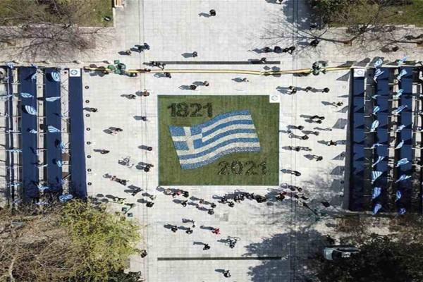 Ιστορική στρατιωτική παρέλαση για τα 200 χρόνια από την Απελευθέρωση 1821