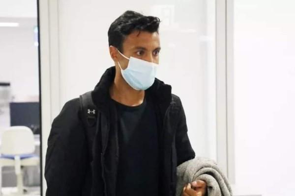 Survivor 4: Έκανε τη μεγάλη επιστροφή ο Γιώργος Ταβλαδάκης - Η άφιξη του στο αεροδρόμιο