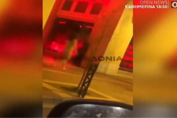 Θεσσαλονίκη: Γυναίκα κυκλοφορεί γυμνή στο κέντρο της πόλης! (Video)