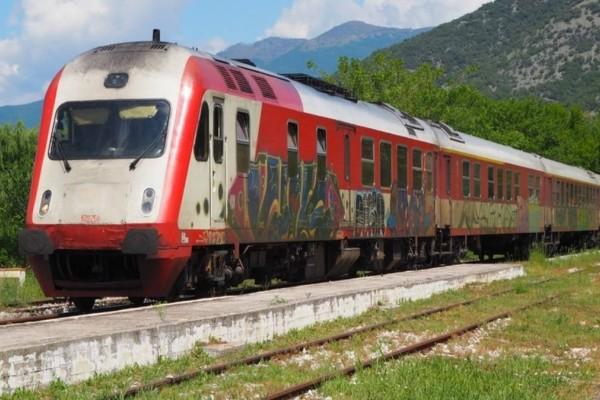 Συναγερμός στην Πάτρα: Εκτροχιάστηκε τρένο στον Άγιο Ανδρέα