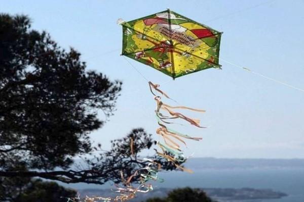 Καθαρά Δευτέρα: Γιατί τη γιορτάζουμε, τι σημαίνουν τα «Κούλουμα» και γιατί πετάμε χαρταετό