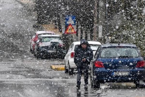 Χιονίζει τώρα στη Θεσσαλονίκη
