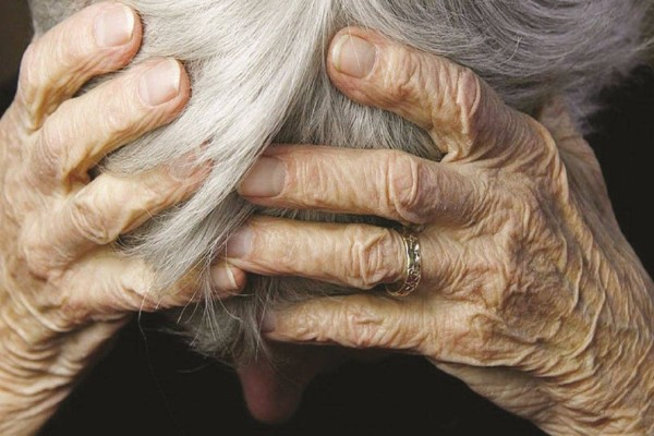 «Χιονοστιβάδα» αποκαλύψεων για το γηροκομείο στα Χανιά: «Είδα άλλους δεμένους, άλλους με τις ακαθαρσίες τους» (Video)