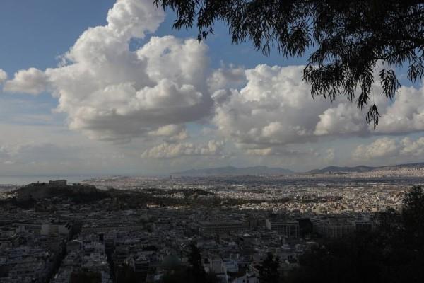Καιρός σήμερα: Πρόσκαιρες νεφώσεις και άνοδος της θερμοκρασίας