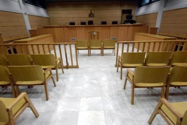 Ρόδος: Στο εδώλιο εκπαιδευτικός που φέρεται να είχε «σχέση» με 14χρονη