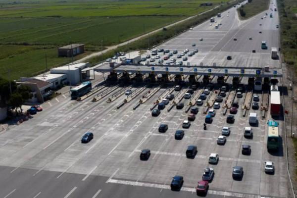 Αγρίεψαν τα μπλόκα της Τροχαίας για το Πάσχα -Σαρωτικοί έλεγχοι, αναστροφή και... πίσω για οδηγούς στα διόδια Ελευσίνας και Αφιδνών