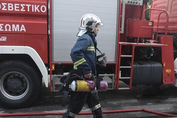Φωτιά σε σταθμευμένο όχημα στην Θεσσαλονίκη