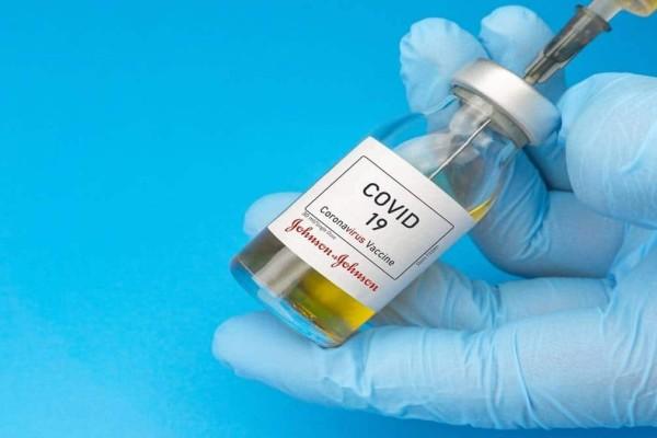 Ξεκινούν οι εμβολιασμοί με το Johnson & Johnson στην Ελλάδα - Σε ποια χώρα το έχουν απαγορεύσει και γιατί;