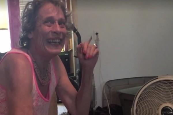 Τράβηξε βίντεο την μητέρα της που πάσχει από σχιζοφρένεια - Αυτό που κατέγραψε με την κάμερα θα σας συγκλονίσει