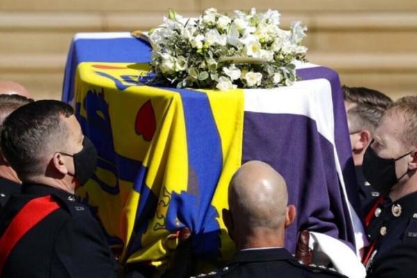 Κηδεία πρίγκιπα Φιλίππου: Το ελληνικό στοιχείο πάνω στην σημαία του φέρετρου του