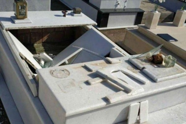 Βανδάλησαν νεκροταφείο στη Θεσσαλονίκη - Έσπασαν τα μνήματα και πήραν 45 καντήλια