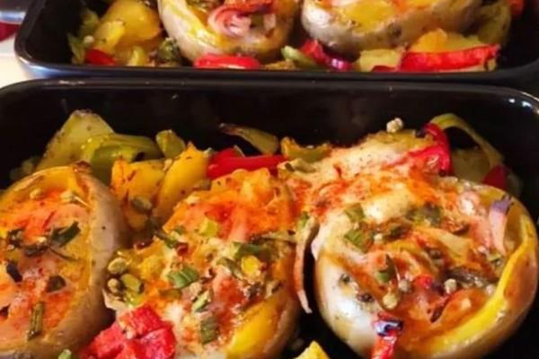 Πατάτες γεμιστές στο φούρνο με αβγό
