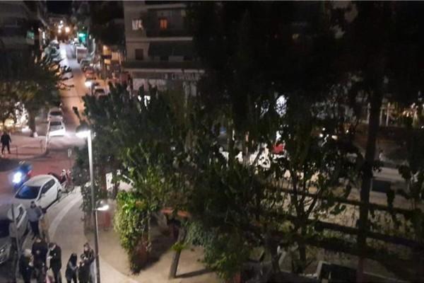 Επέστρεψαν οι «θαμώνες» της πλατείας Βαρνάβα μετά την αποχώρηση της αστυνομίας