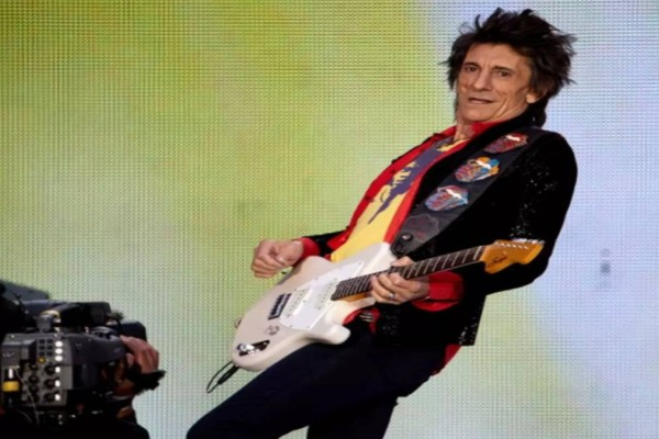 Μεγαλείο ψυχής από τον Ρόνι Γουντ των Rolling Stones – Νίκησε δύο φορές τον καρκίνο