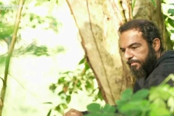 Survivor 4: Νέο «σόου» του Τριαντάφυλλου - Έδωσε... συνέντευξη για την υποψηφιότητά του στον Παππά