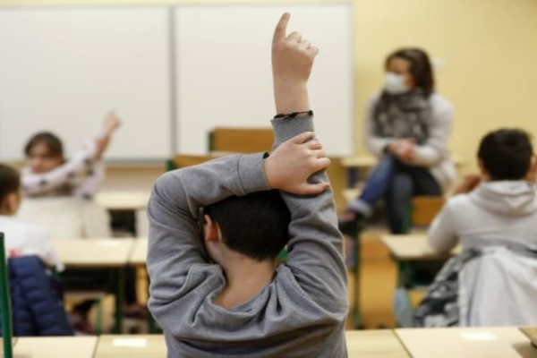 Σχολεία: Στον «αέρα» το άνοιγμα δημοτικών-γυμνασίων - Τα σενάρια που εξετάζονται (Video)