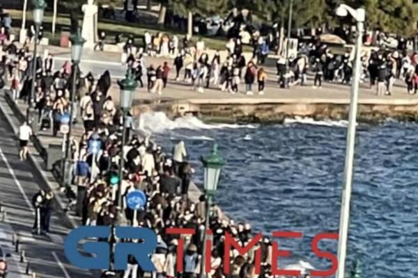 Κακός χαμός και πάλι στην Θεσσαλονίκη - «Πλημμύρισε» η Νέα Παραλία