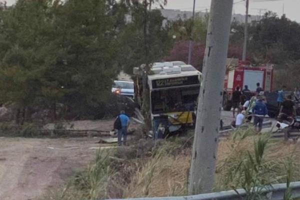 Τροχαίο στο Περιστέρι: ΙΧ συγκρούστηκε με λεωφορείο