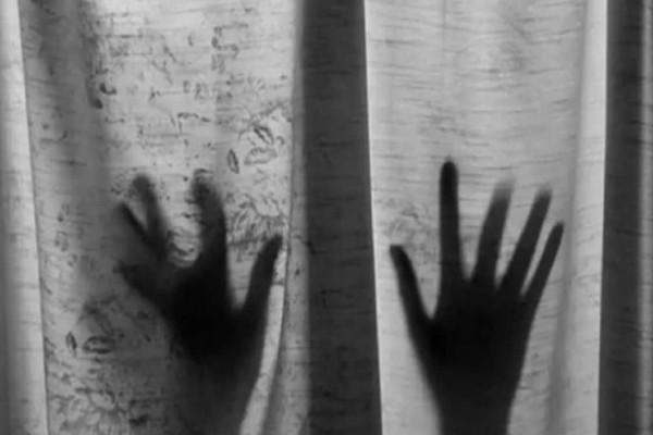 Σοκ στη Νέα Σμύρνη: Την βίασε, την κούρεψε και την έκλεψε μπροστά σε άλλους τέσσερις (Video)