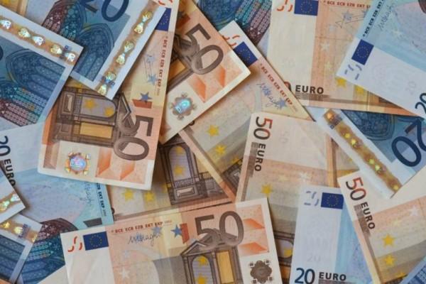 Μπαράζ πληρωμών σήμερα: Δώρο Πάσχα, κύριες και επικουρικές συντάξεις του Δημοσίου & αναδρομικά