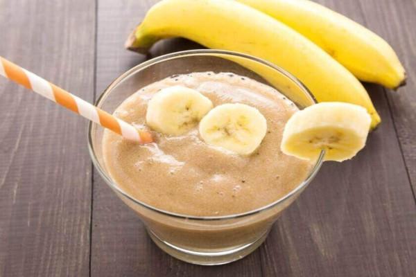 Συνταγή για δροσερό smoothie με μπανάνα και καρύδα
