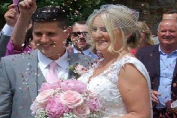 Λίγες μέρες αφού πέθανε ο άντρας της ξαναείδε τις φωτογραφίες του γάμου τους - Τότε παρατήρησε μια σοκαριστική λεπτομέρεια