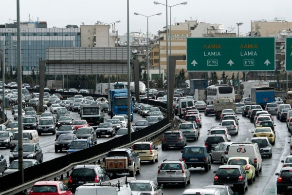 Χαμός στους δρόμους - Μποτιλιάρισμα χιλιομέτρων στον Κηφισό