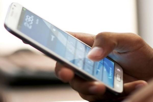 Αλλάζουν τα πάντα στα κινητά: Οι νέες χρεώσεις σε Cosmote, WIND, Vodafone