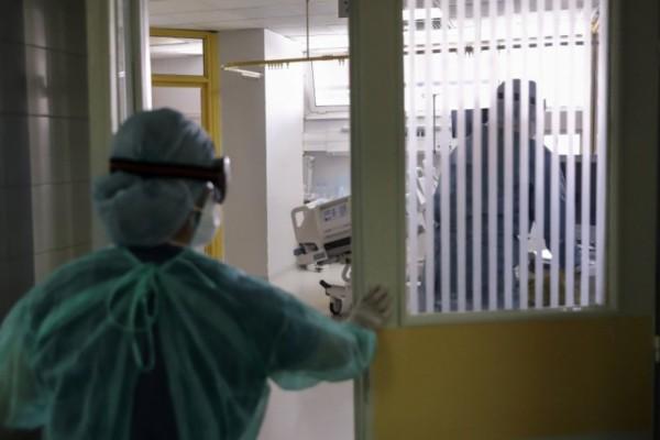 Κορωνοϊός: Συνεχίζονται οι ανάσες στο σύστημα υγείας - Η σωτήρια πρόβλεψη Τσιόδρα στο πρώτο κύμα της πανδημίας