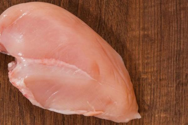 Αν παρατηρήσετε αυτά τα σημάδια στο κοτόπουλο πετάξτε το αμέσως!