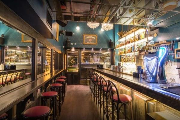 8+1: Τα καλύτερα μπαρ της Αθήνας για να απολαύσετε το ποτό σας