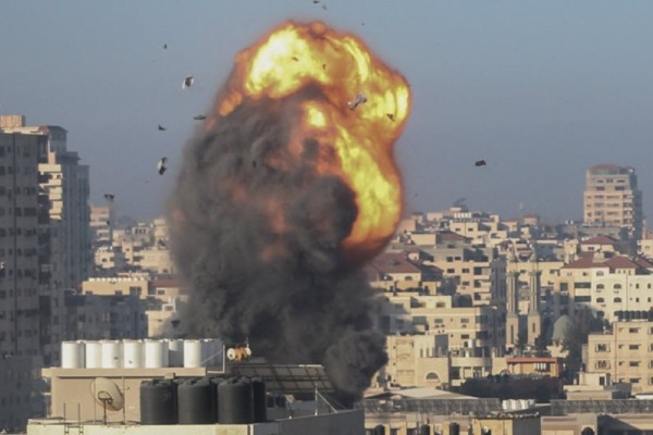 Φλέγεται η Μέση Ανατολή: Χωρίς τέλος η αιματοχυσία στη Λωρίδα της Γάζας - Περισσότεροι από 140 οι νεκροί & εκατοντάδες οι τραυματίες (Video)