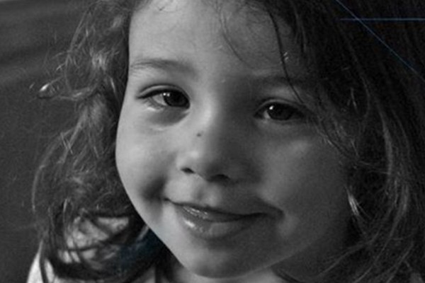 «Ραγίζει» καρδιές ο πατέρας της μικρής Μελίνας - «Ποιος σου πήγε τ' αυγουλάκι σου... Βαμμένο κόκκινο στο χρώμα του αίματος...»