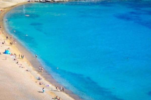 30 ευρώ την ημέρα: Το μαγευτικό ελληνικό νησί με τις 72 παραλίες χωρίς ούτε μια ξαπλώστρα