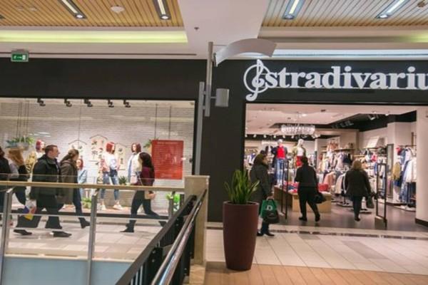 Stradivarius: Το αμάνικο πουκάμισο που θα λατρέψεις κάνει μόνο 15,99 €