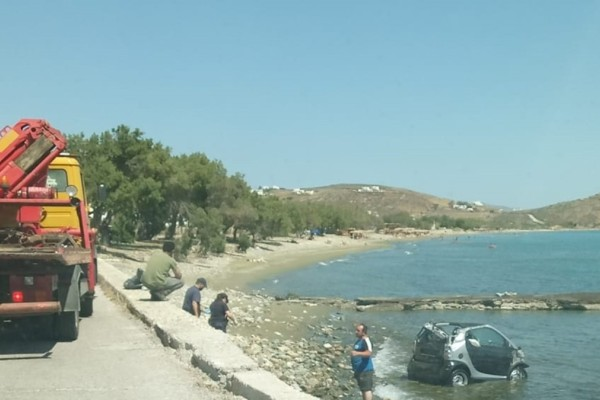 Τήνος: Βούτηξε με το αυτοκίνητό του στη θάλασσα για ν' αποφύγει την σύλληψη