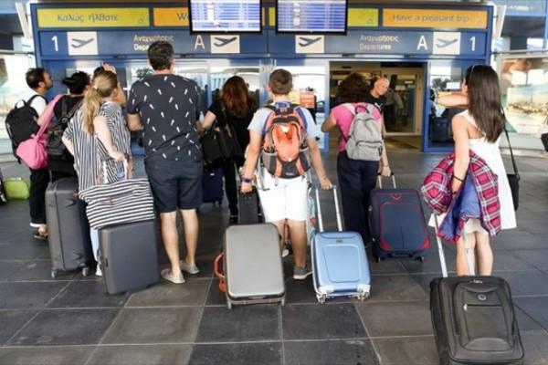 Τουρισμός: Με τις βαλίτσες στο χέρι οι Βρετανοί - Από τέλος Ιουνίου διακοπές χωρίς καραντίνα σε Ελλάδα, Γαλλία & Ισπανία