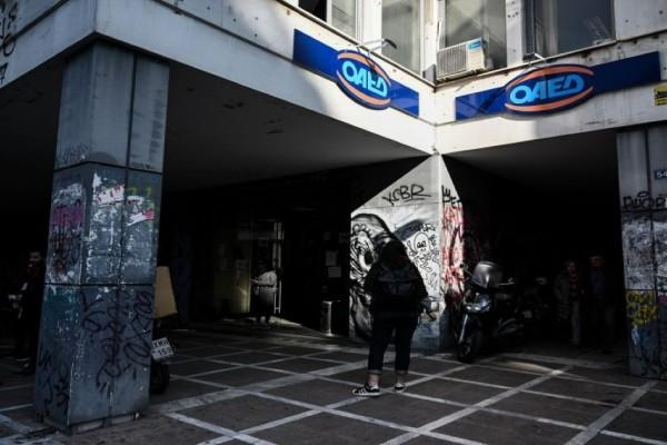 ΟΑΕΔ: Αλλάζει ο τρόπος ανανέωσης της κάρτας ανεργίας - Δικαιώματα και «μπόνους» για τους κατόχους