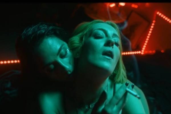Το «ακατάλληλο» βίντεο-κλιπ που σαρώνει στο ελληνικό youtube - Ναρκωτικά, γυναίκες, GNTM και... Ολυμπιακός