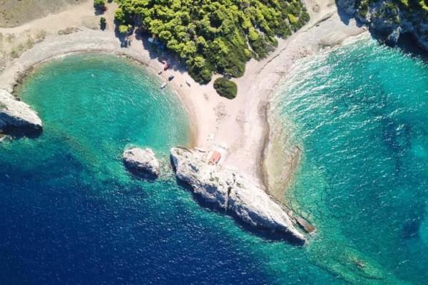 3+1 υπέροχες παραλίες στο Λουτράκι για μονοήμερη εκδρομή