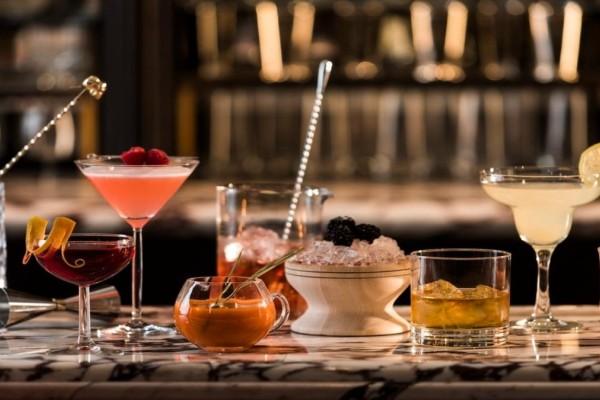 7+1 cocktail bars που θα σας συνεπάρουν