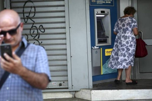 Μπάχαλο με τα αναδρομικά: Καθυστερήσεις στις πληρωμές! Ποιοι δεν είδαν χρήματα στους λογαριασμούς τους;